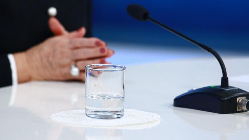валентина матвиенко, Председатель Совета Федерации, вода, стакан, конференция, форум, пресс-конференция,