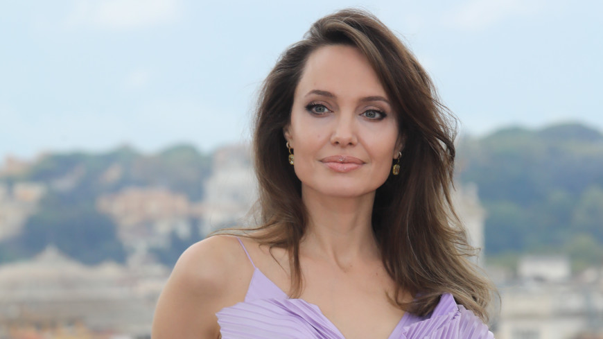 Анджелина Джоли рассказала о тяжелых годах, возрасте и материнстве