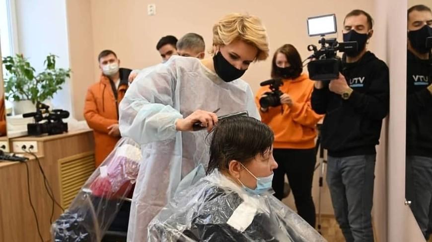 После стрижки нам говорят: «Да где же они бездомные?» Как работает первая в России социальная парикмахерская