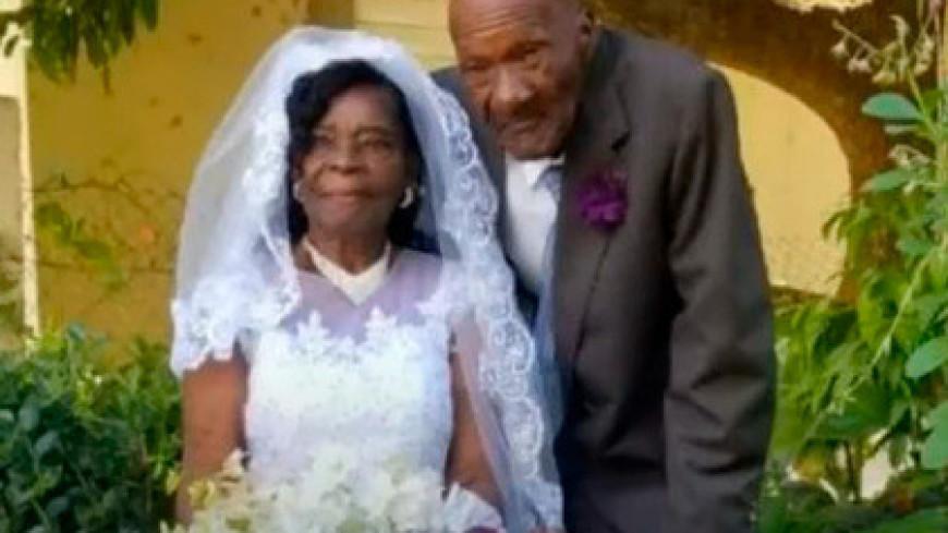 91-летняя женщина вышла замуж за 73-летнего мужчину после десяти лет уговоров