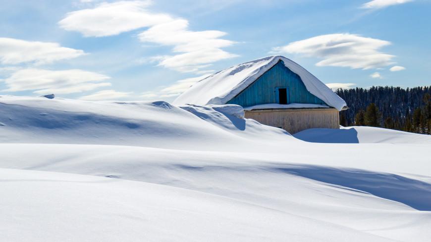 В белой ловушке: дома на Сахалине засыпало снегом по крыши
