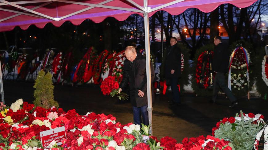Путин возложил цветы к могиле Василия Ланового