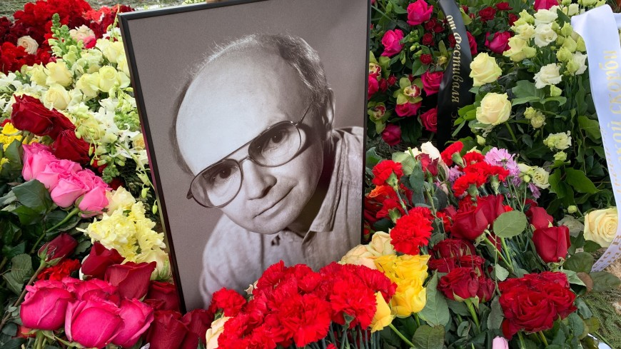 Андрея Мягкова похоронили на Троекуровском кладбище