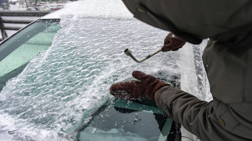 Как защитить лобовое стекло от трещин в мороз? Советы автоэкспертов