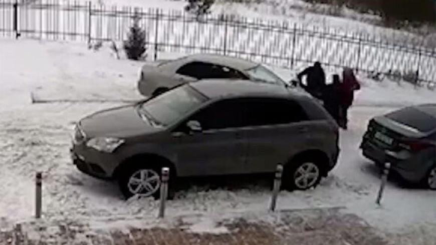 Водитель иномарки в Новосибирске намеренно сбил женщину с коляской после замечания