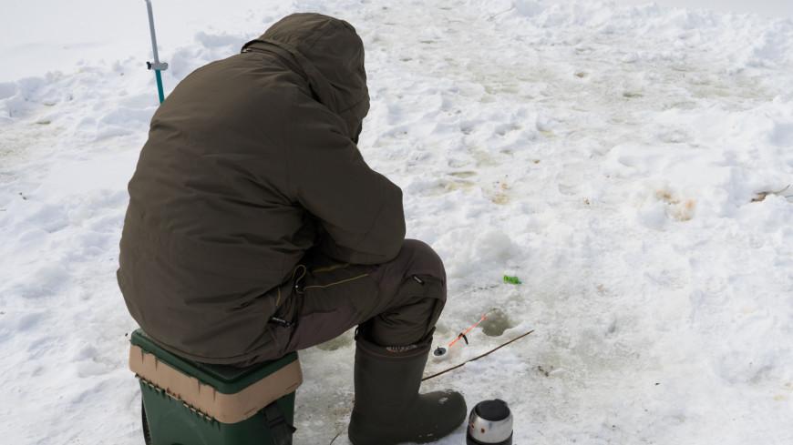 На Сахалине откололась льдина, на которой оказались 40 рыбаков