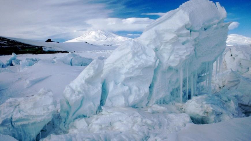 Ценные кадры: казахстанцы едут на Капчагай, чтобы сняться на фоне ледяных торосов