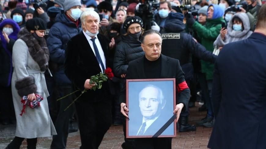 Ушла эпоха: Василия Ланового похоронили на Новодевичьем кладбище в Москве