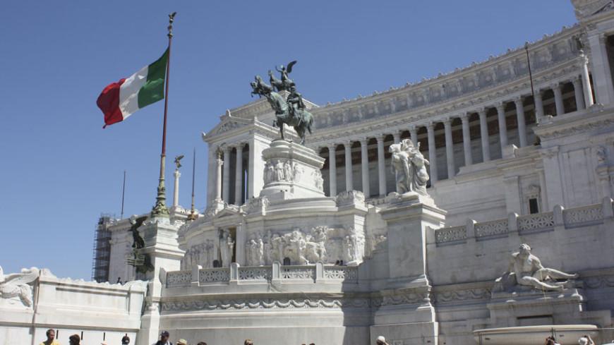 "© Фото: Елена Карташова, ""МТРК «Мир 24»"":http://mir24.tv/, флаг италии, италия, рим, площадь венеции"