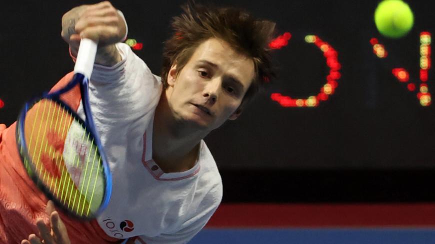 Теннисист Бублик стал соперником Попырина в финале турнира в Сингапуре