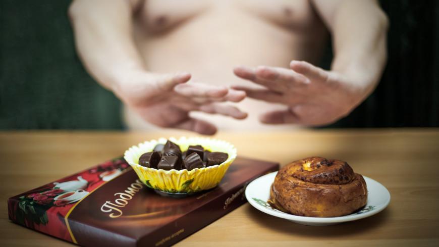 """Фото: Николай Костюшин (МТРК «Мир») """"«Мир 24»"""":http://mir24.tv/, булка, диета, весы, худой, толстый, вес, рацион, конфеты"""