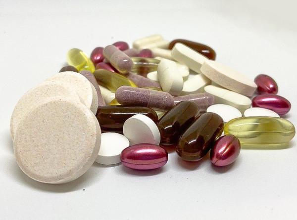 Чем опасна омега-3, почему беременным нельзя пить витамин А и какие продукты являются «антивитаминами»?