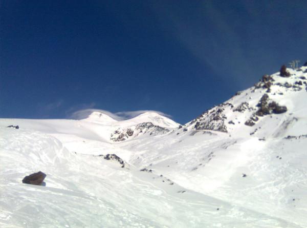 Лыжники без страха и упрека: по склонам Эльбруса прокатились мастера фрирайда
