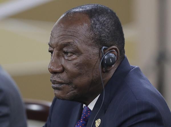 Президент Гвинеи сделал прививку вакциной «Спутник V»