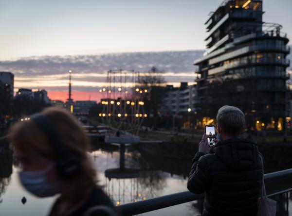 COVID-19 в ЕС: Франция вводит комендантский час, в Австрии протестуют против ограничений