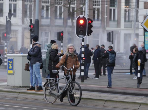 «Люди сходят с ума»: жители Амстердама – о протестах COVID-диссидентов