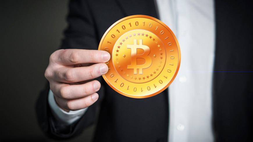 Стоимость биткоина впервые превысила отметку в $38 000