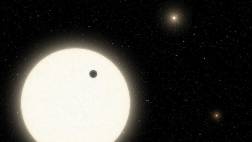 Астрономы открыли газовую планету с тремя солнцами