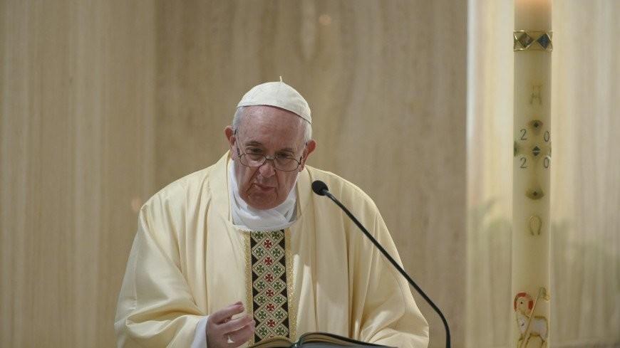 Папа римский из-за недомогания пропустит ряд служб
