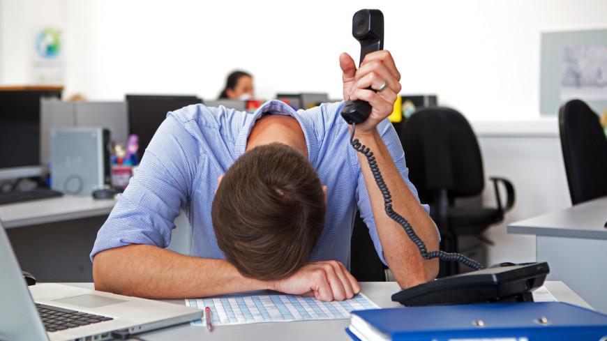 "Фото: Алан Кациев (МТРК «Мир») ""«Мир 24»"":http://mir24.tv/, сотрудник, офис, кабинет, работа, телефон, труд, офисная работа, рабочее место"