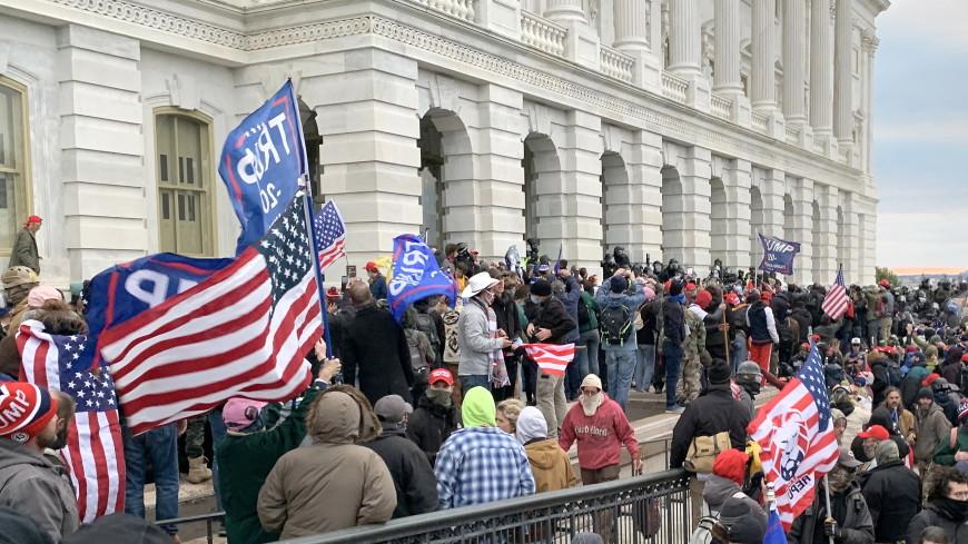 В Вашингтоне продлили режим ЧС на 15 дней из-за массовых беспорядков