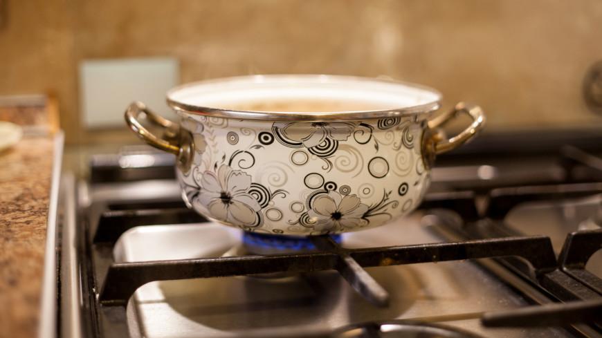кухня, готовка, готовить, продукты, еда, кастрюля, варить, плита, газовая плита, бульон, суп, овощи,