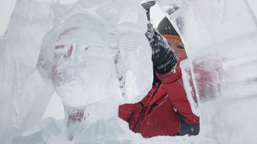 Гостей парка в Ижевске удивили 30 фигур ангелов и архангелов изо льда