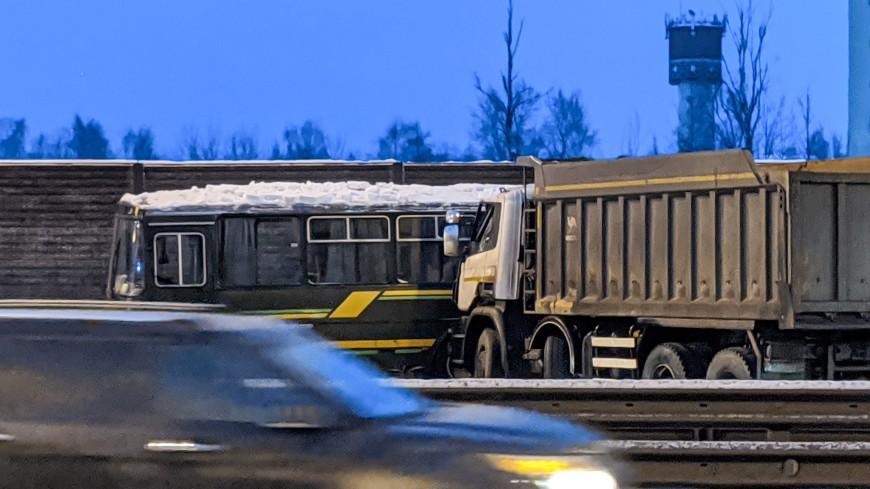 Уголовное дело возбуждено по факту столкновения самосвала с колонной военных автобусов