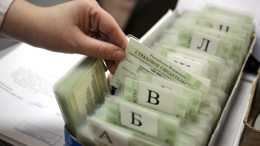 Мошенники научились с помощью номера СНИЛС управлять пенсией россиян