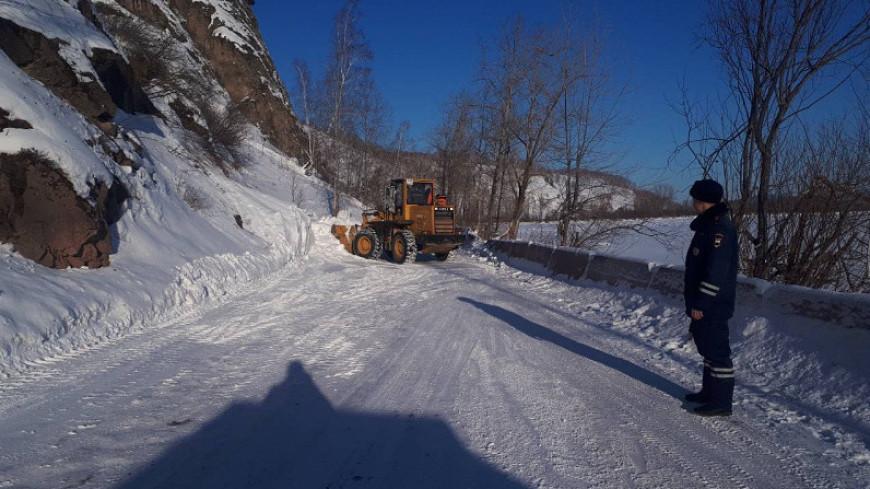 В Красноярском крае сошла лавина и перекрыла проезжую часть