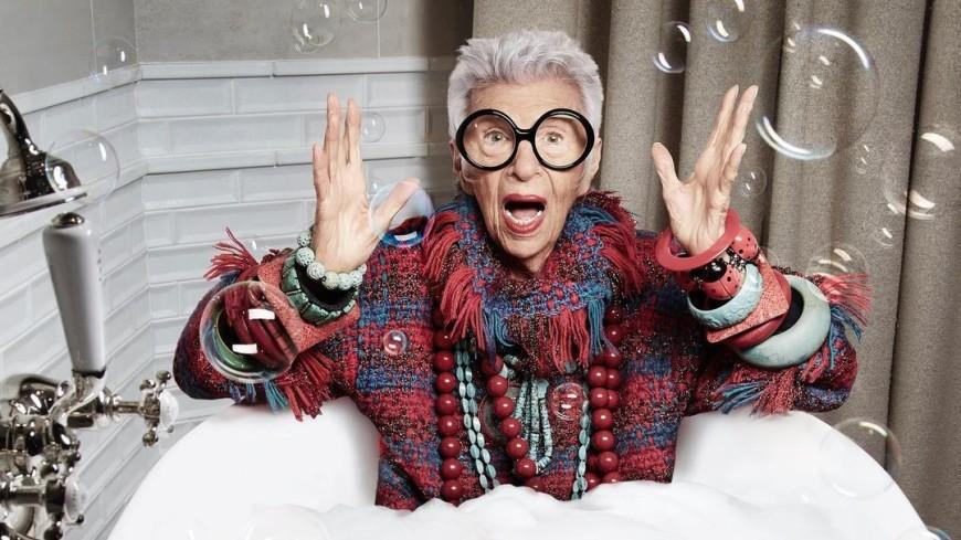 Как Ипполит: 99-летняя звезда Instagram встретила Новый год в ванной