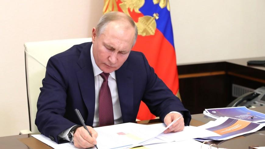Путин перечислил регионы, имеющие проблемы с финансированием дорог
