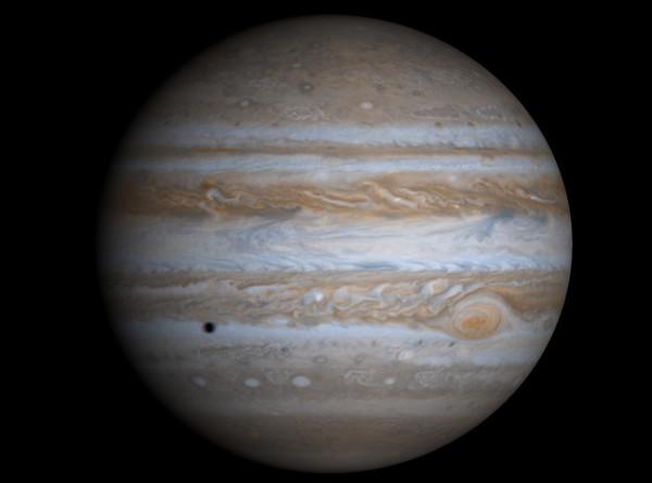 В атмосфере спутника Юпитера впервые нашли водяной пар