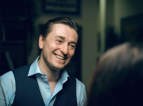 Сергей Безруков рассказал о намерении усыновить ребенка