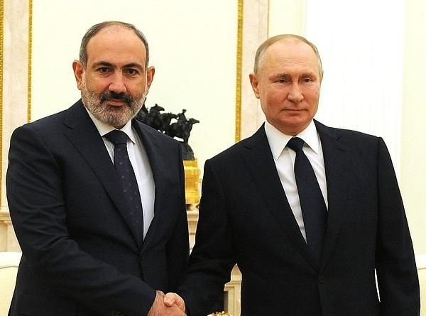 Путин и Пашинян обсудили по телефону ситуацию в Нагорном Карабахе