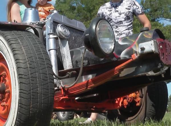 Авто из металлолома: в Беларуси сотрудник МЧС делает уникальные внедорожники