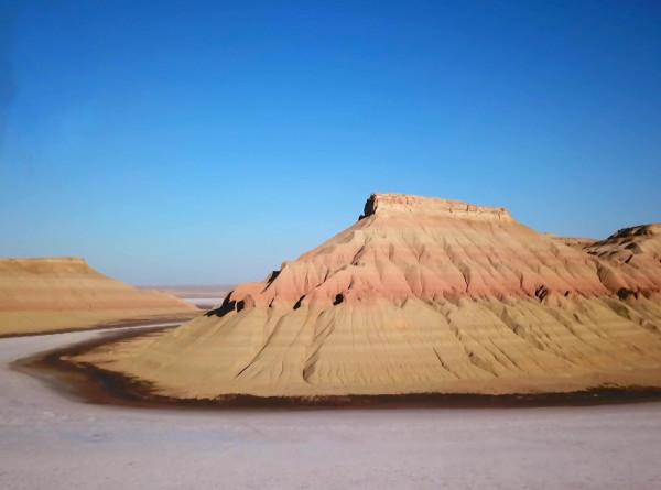 Пройтись по берегам Каспийского моря и найти доисторические ракушки: пять причин отправиться в Мангышлак