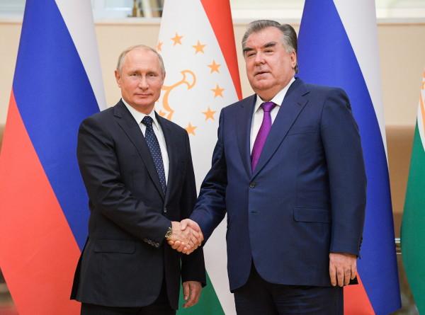Президенты России и Таджикистана обсудили по телефону ситуацию в Афганистане