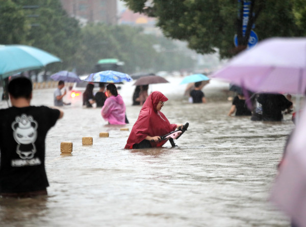 Число погибших от наводнений в китайской провинции Хэнань возросло до 33