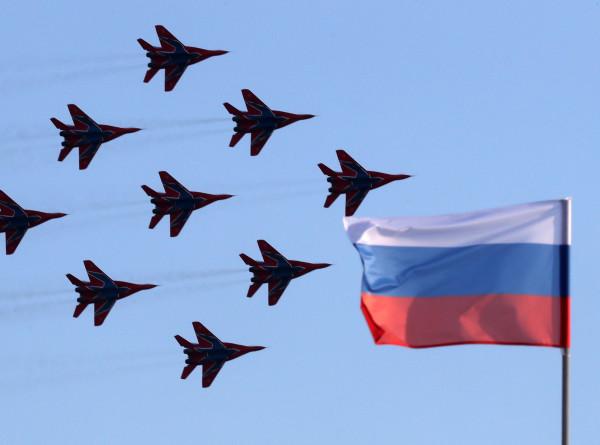 Асы в небе: пилотажные группы поставили яркую точку в МАКС-2021 (ФОТО)