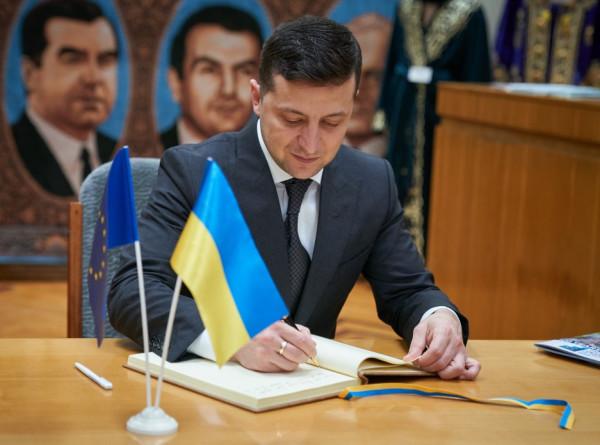 Зеленский подписал скандальный закон о коренных народах Украины