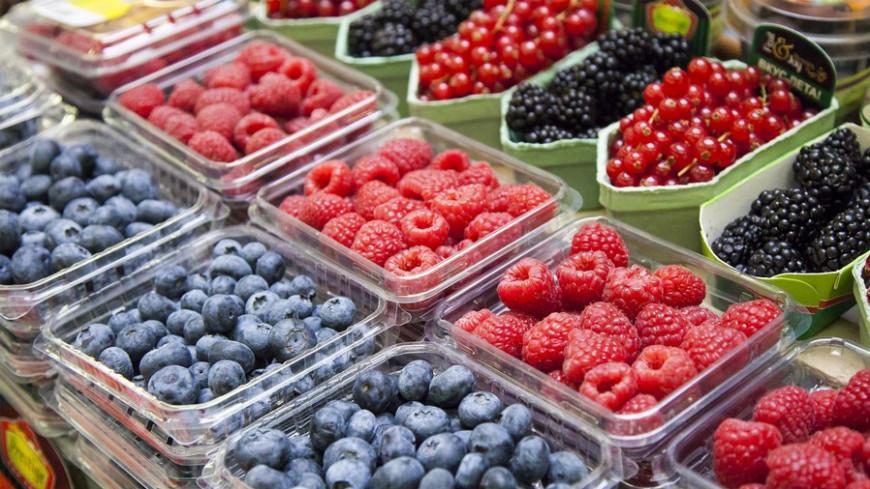 """Фото: Максим Кулачков / """"«МИР 24»"""":http://mir24.tv/, ягоды, рынок, торговля"""