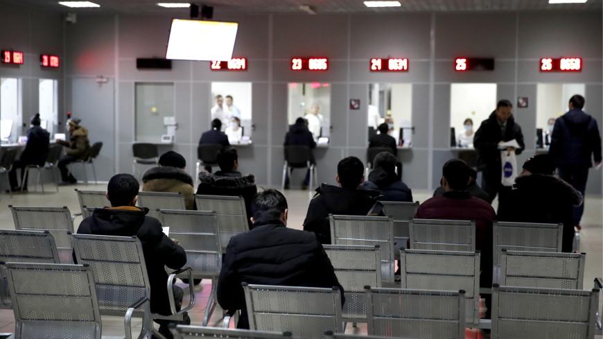 СМИ: Мигрантов в России обяжут получать единый документ с электронным носителем