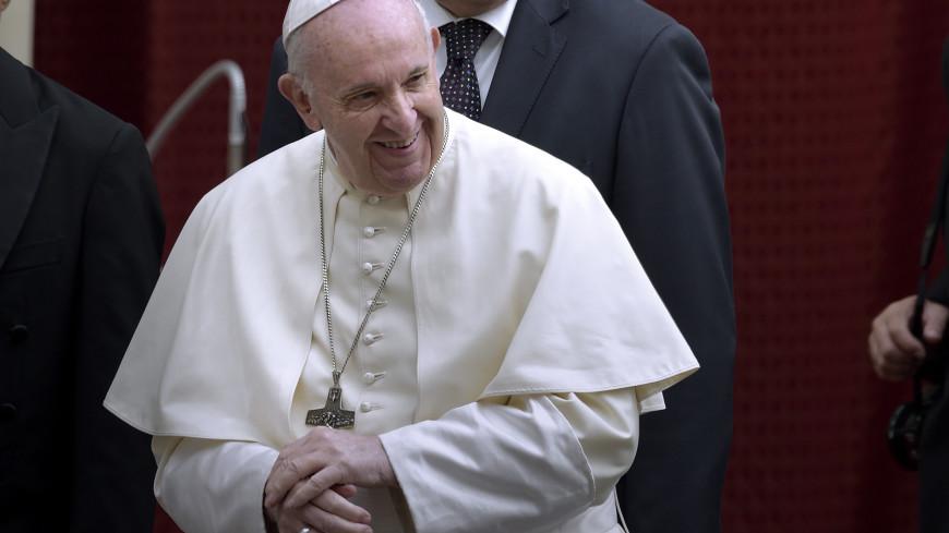 Названа предварительная дата выписки Папы Римского из больницу
