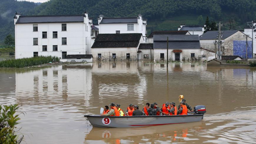 Две дамбы прорвало на притоке Амура в Китае