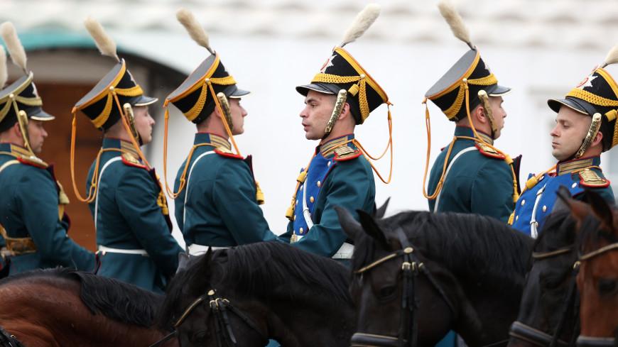 Церемонии развода караулов Президентского полка приостанавливаются из-за COVID-19