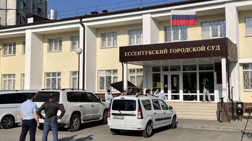 Главу ГИБДД Ставропольского края Сафонова доставили в суд в Ессентуках