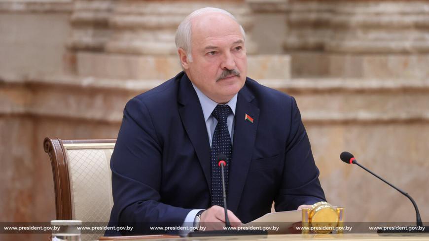 «Сражаться за каждый трактор»: Лукашенко призвал дипломатов защищать экономические интересы Беларуси