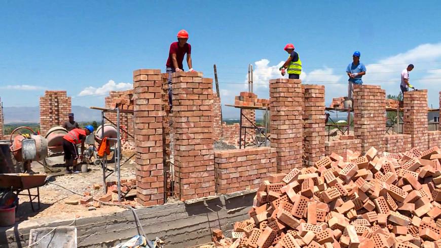 Восстановление села: премьер-министр Кыргызстана посетил приграничный Максат