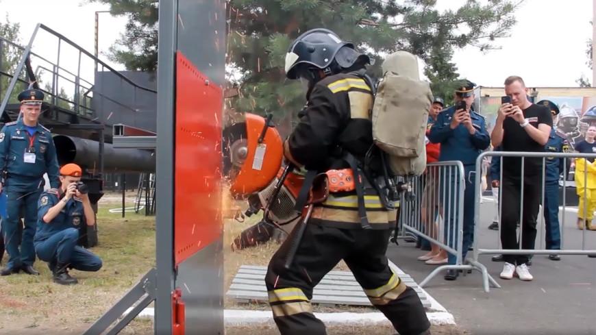В Петербурге прошли первые всероссийские соревнования на звание лучшего звена газодымозащитной службы МЧС России